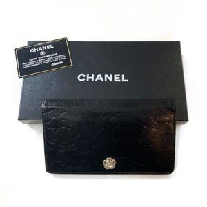 CHANEL Camellia Bifold Black Leather Wallet